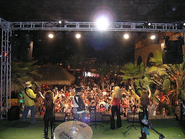 2009-08-25 Liquid Blue Band in Mission Beach CA at Wavehouse 014