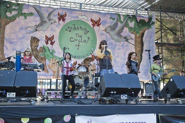 2010-05-16 Lake Balboa CA World Fest 148