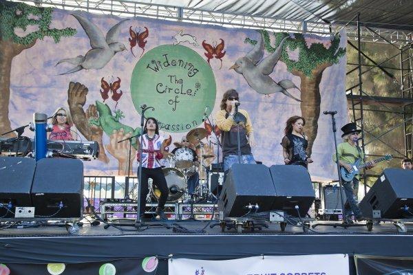 2010-05-16 Lake Balboa CA WorldFest 148