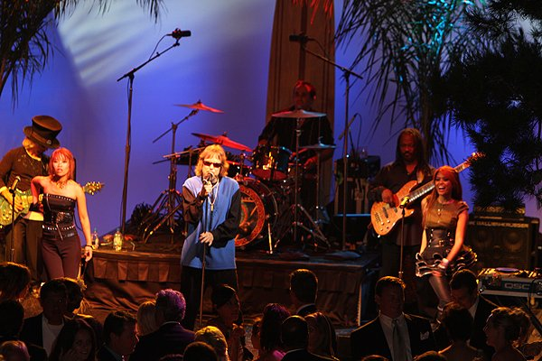 2010-09-11 Liquid Blue Band in La Jolla CA at Reiss Home 050
