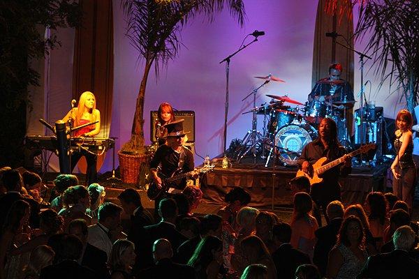 2010-09-11 Liquid Blue Band in La Jolla CA at Reiss Home 057