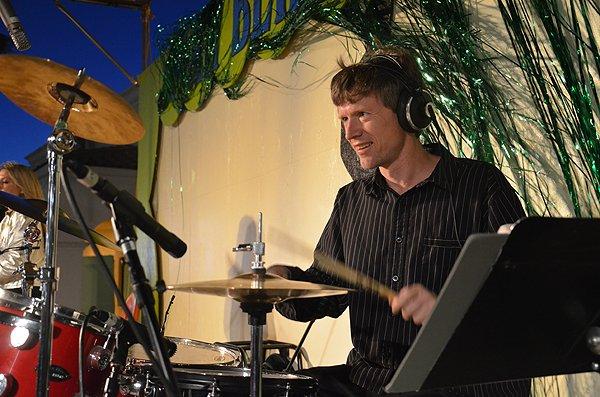 2011-04-28 Liquid Blue Band in Santa Barbara CA at Santa Barbara Fair 004