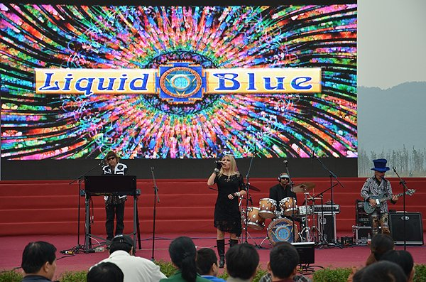 2011-10-20 Liquid Blue Band in Hangzhou China at West Lake 004