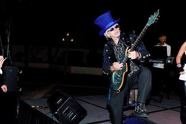2012-02-29 Liquid Blue Band in La Quinta CA at La Quinta Resort 005