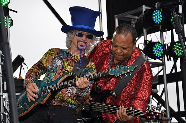 2012-06-03 Liquid Blue Band in San Diego CA at Rock and Roll Marathon 017