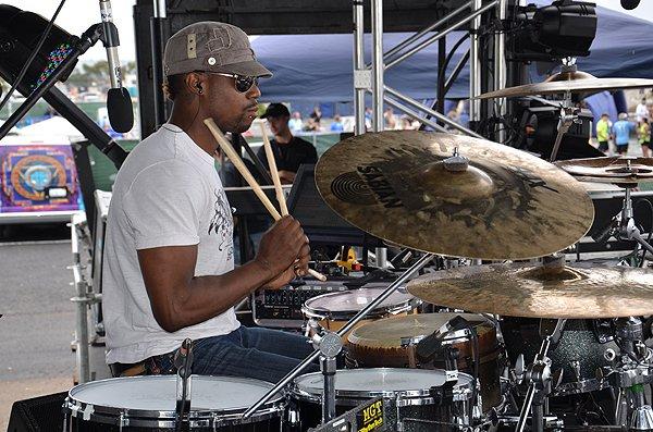 2012-06-03 Liquid Blue Band in San Diego CA at Rock and Roll Marathon 089