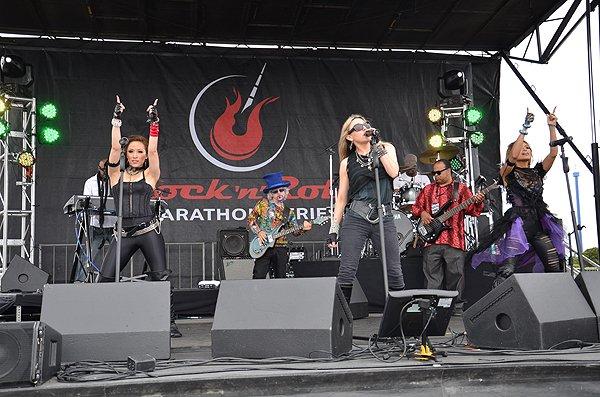 2012-06-03 Liquid Blue Band in San Diego CA at Rock and Roll Marathon 114