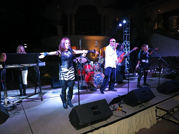 2012-08-12 Liquid Blue Band in Newport Coast CA at Pelican Hill Resort 047 022