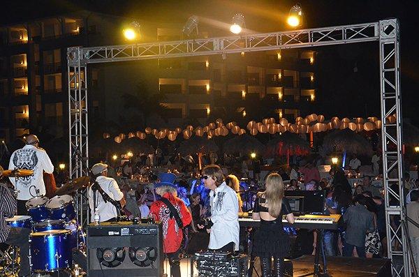 2013-01-18 Liquid Blue Band in Montego Bay Jamaica at Secrets Resort 019