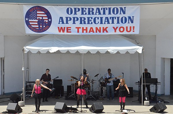 2013-05-18 Liquid Blue Band in Oceanside CA at Oceanside Pier Amphitheater 008