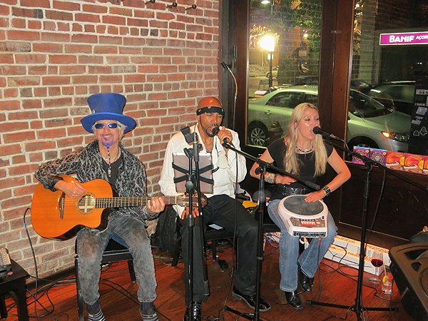 2013-05-21 Acoustic Blue Band in Newark NJ at Mompou Tapas and Wine Bar 001