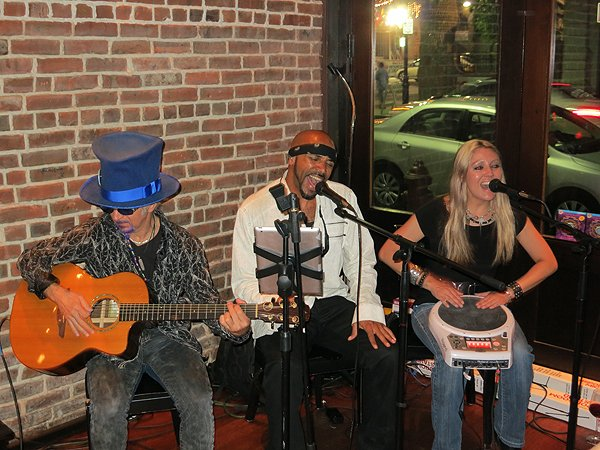 2013-05-21 Acoustic Blue Band in Newark NJ at Mompou Tapas and Wine Bar 002