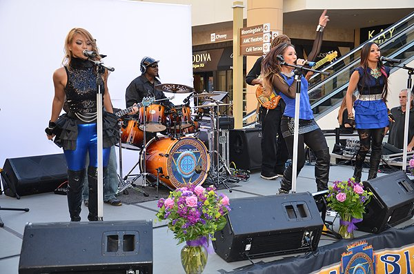 2014-05-08 Liquid Blue Band in San Diego CA at-Fashion Valley Mall 025