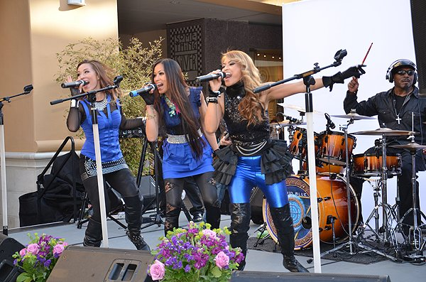 2014-05-08 Liquid Blue Band in San Diego CA at-Fashion Valley Mall 036