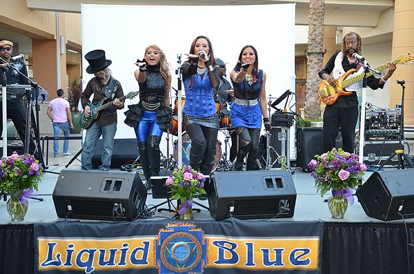 2014-05-08 Liquid Blue Band in San Diego CA at-Fashion Valley Mall 079