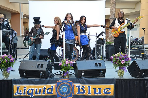 2014-05-08 Liquid Blue Band in San Diego CA at-Fashion Valley Mall 080