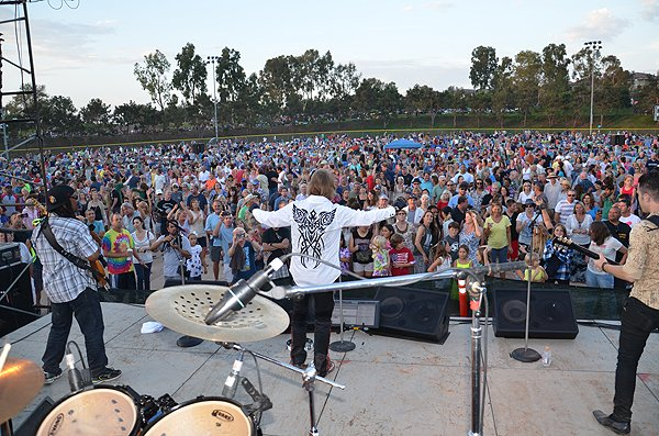2014-07-25 Liquid Blue Band in Carlsbad CA at Pointsettia Park 260