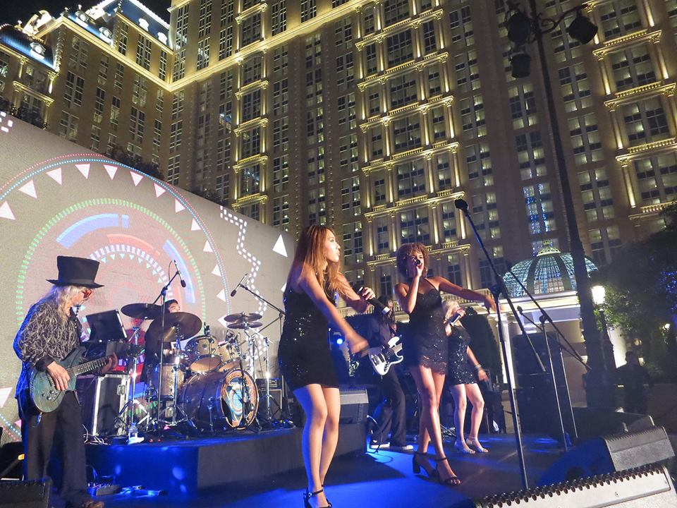 2016-09-13 Liquid Blue Band Performing in Macau (1)