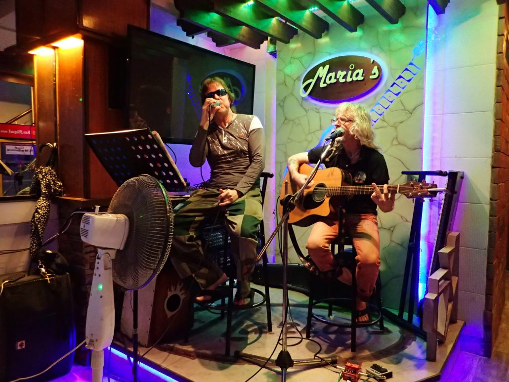 2017-01-15 Two From Blue in Catbalogan Philippines at Maria_s Restaurant (4)