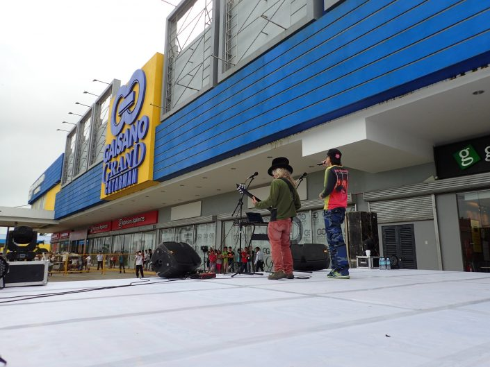 2017-01-29 Two From Blue in Catarman Philippines at Gaisano Grand Mall (13)