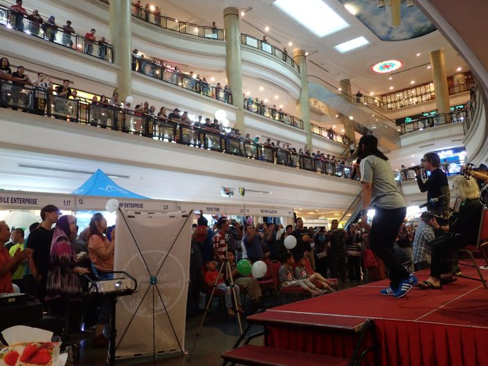 2017-10-29 Two From Blue in Bandar Seri Begawan Brunei at The Mall (44)