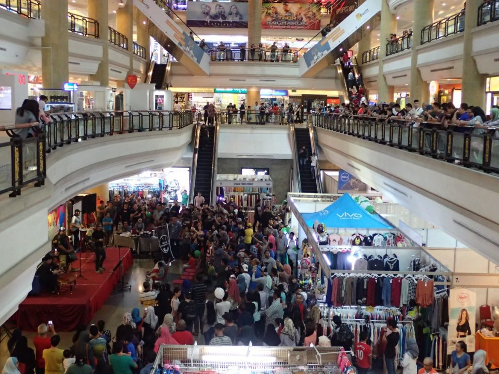 2017-10-29 Two From Blue in Bandar Seri Begawan Brunei at The Mall (88)