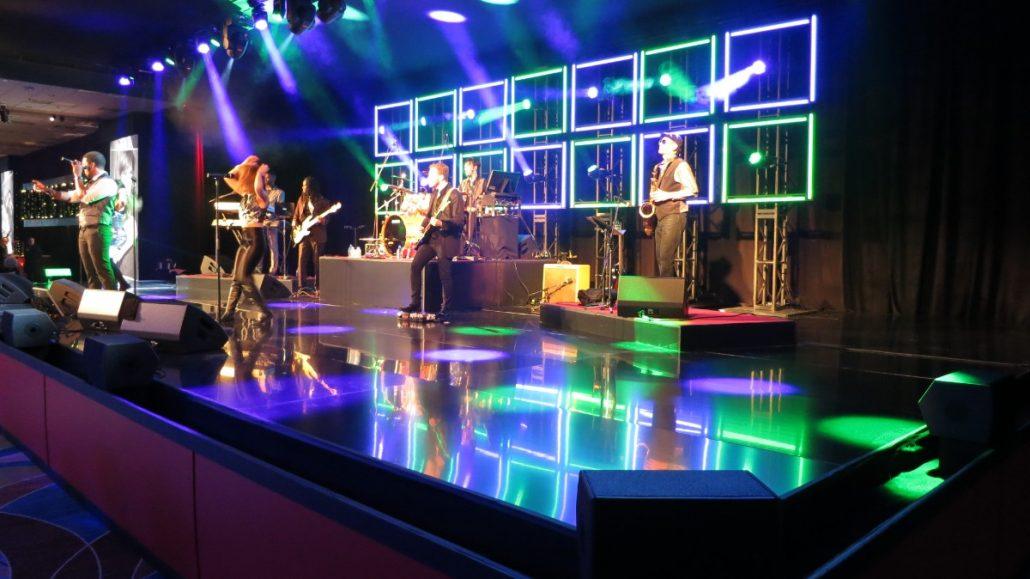 2017-12-31 Liquid Blue Band in Niagra Falls Ontario Canada at Fallsview Casino (4)