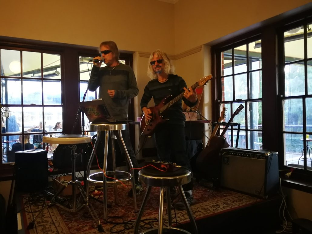 2018-04-21 Two From Blue Yallingup WA Australia at Caves House Hotel (16)