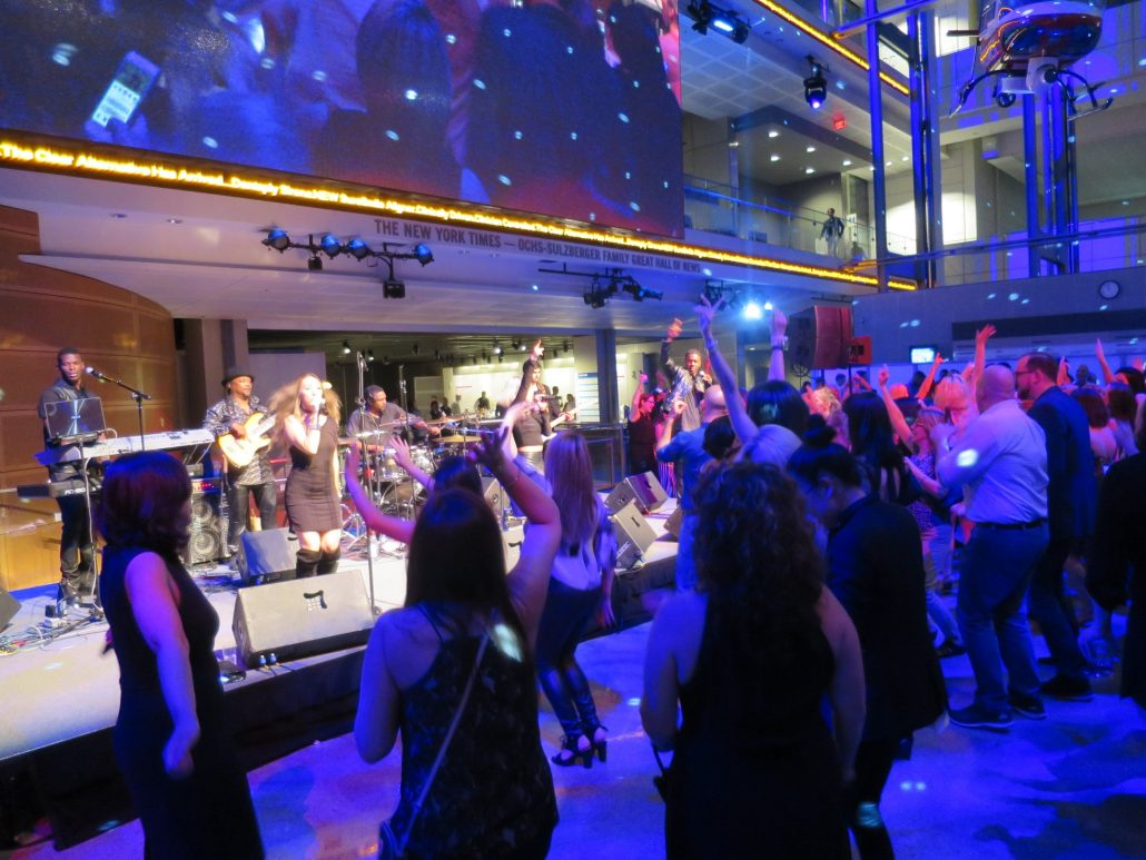 2018-05-04 Liquid Blue Band in Washington DC at Newseum (237)
