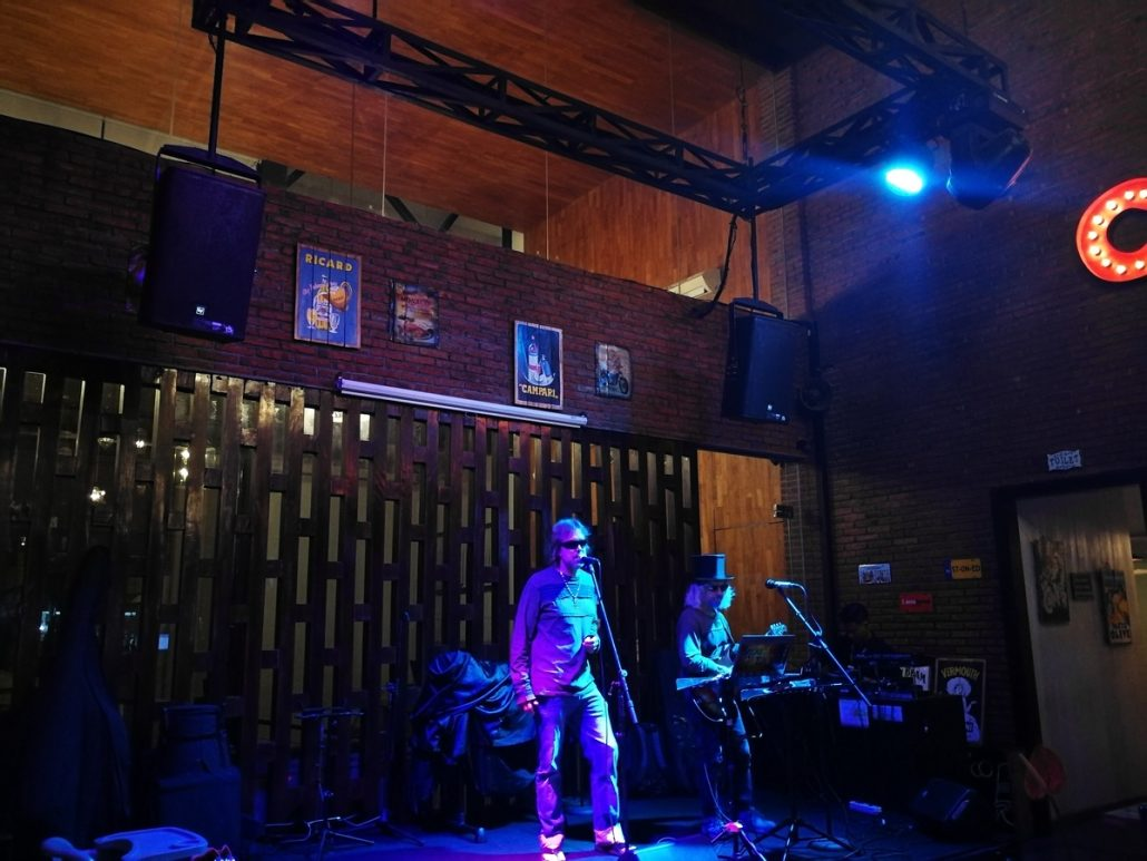 2018-05-11 Two From Blue Ossotel Kuta Bali Indonesia at Romeos Bar (2)