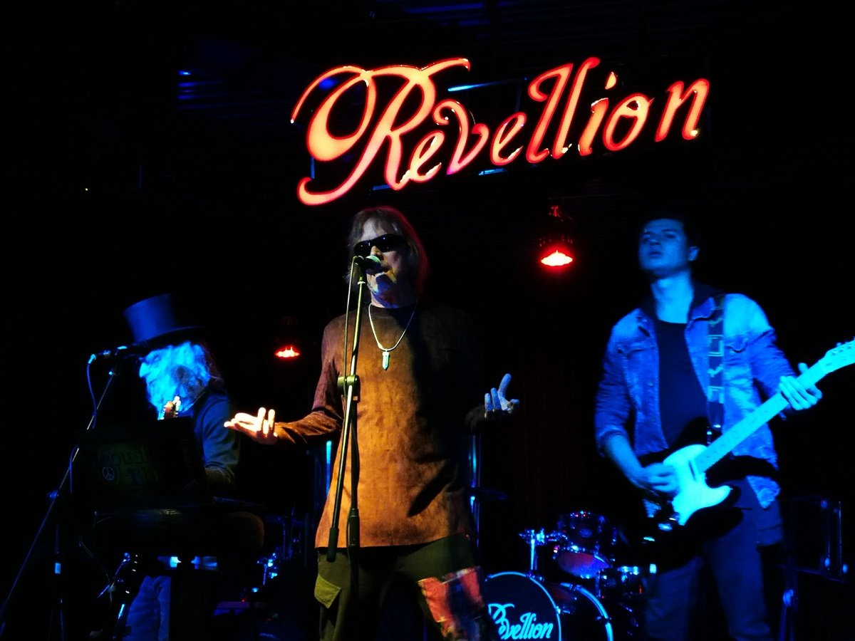 2018-08-28 Out Of The Blue at Revellion Cultu Bar Bogota Colombia (40)