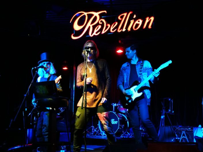 2018-08-28 Out Of The Blue at Revellion Cultu Bar Bogota Colombia (45)