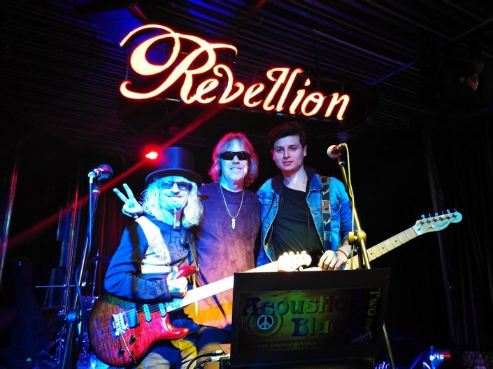 2018-08-28 Out Of The Blue at Revellion Cultu Bar Bogota Colombia (70)