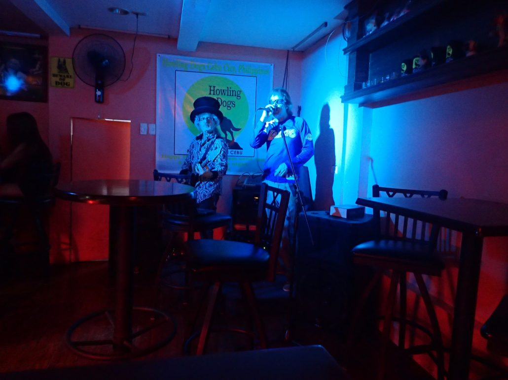 2016-08-13 Two From Blue in Cebu City at Howling Dogs Bar and Grill (28)