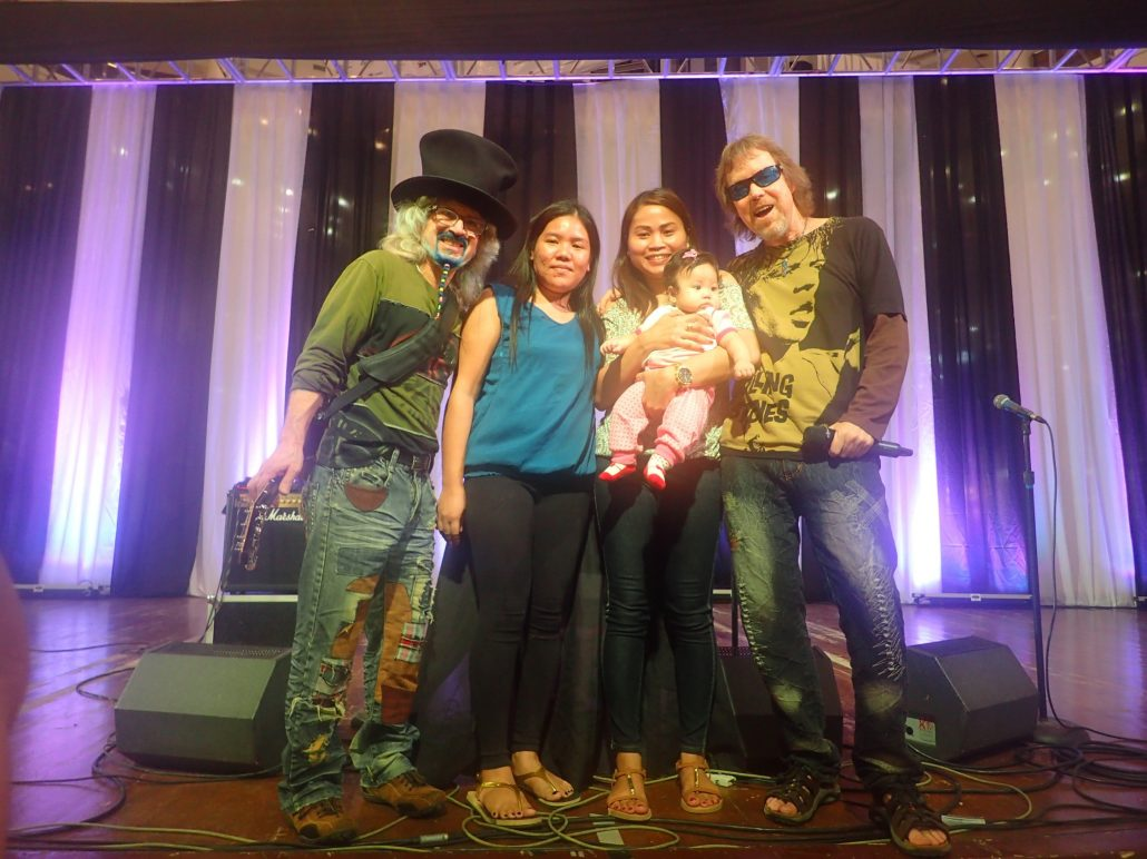 2016-08-21 Two From Blue in Cebu City Post Show (6)