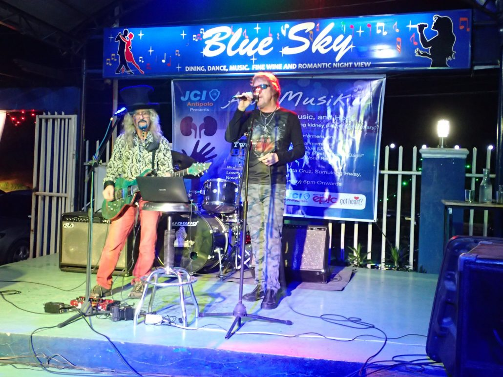 2016-11-19 Two From Blue in Antipolo Philippines at Blue Sky Overlooking (7)