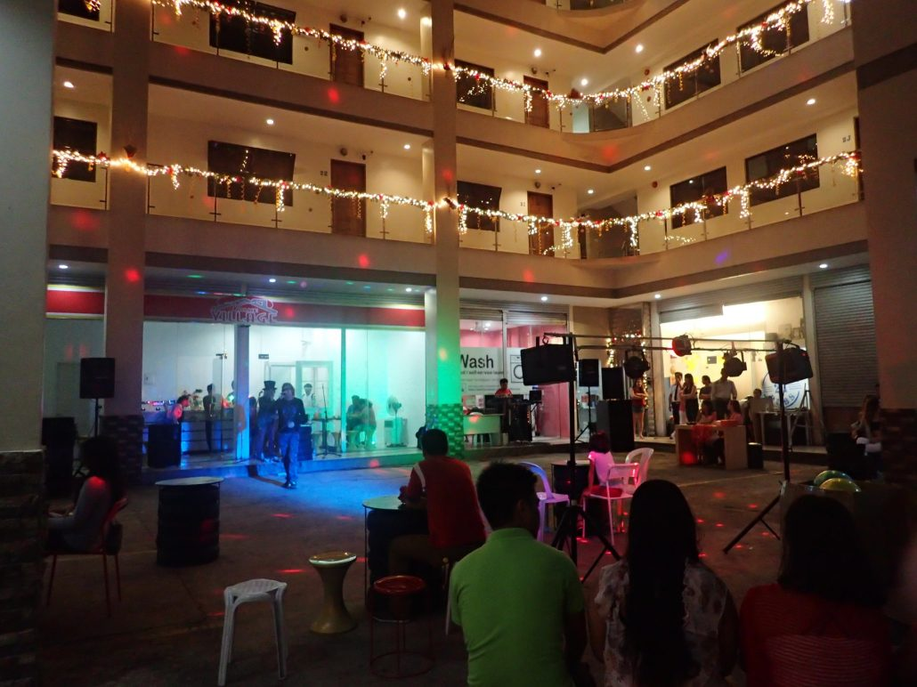 2016-12-17 Two From Blue in Cebu City Philippines at Maria Cristina Arcade 048