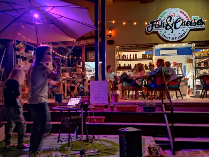 2018-11-30 Out Of The Blue at Fish & Cheeses Restaurant Tamarindo Costa Rica (4)
