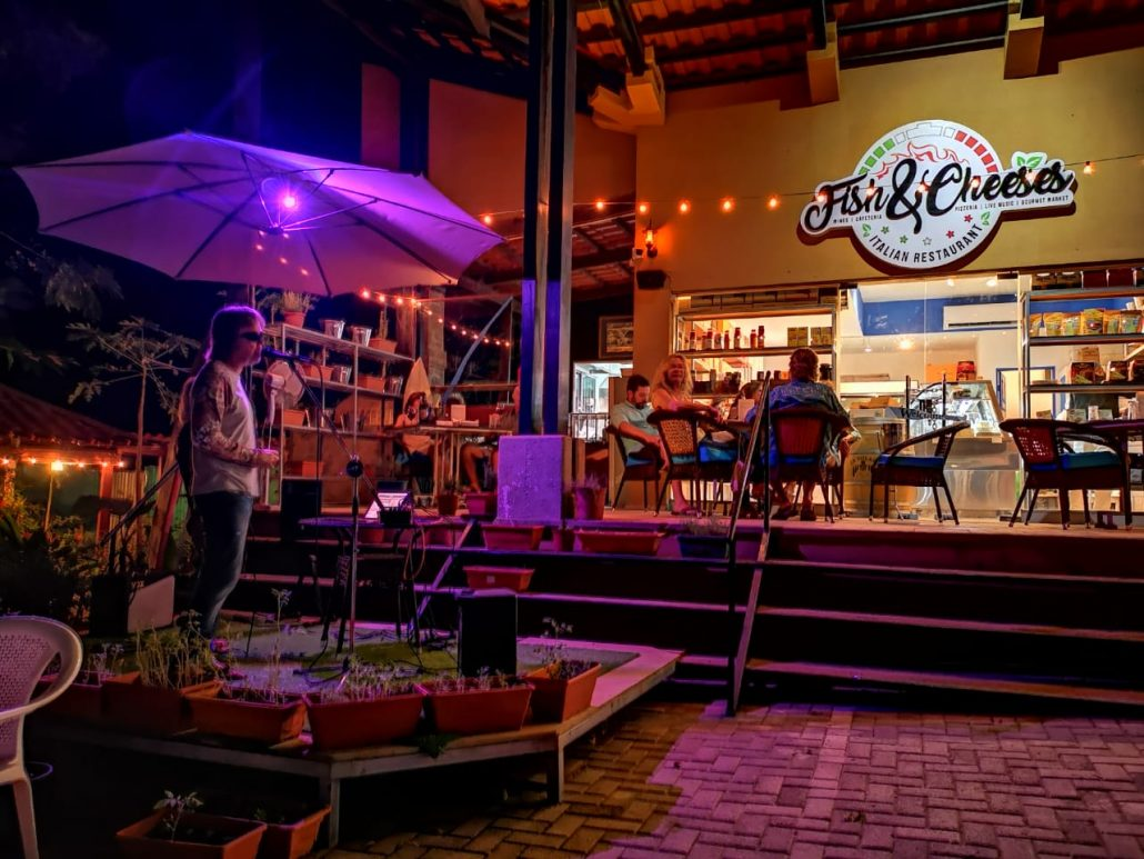 2018-11-30 Out Of The Blue at Fish & Cheeses Restaurant Tamarindo Costa Rica (8)