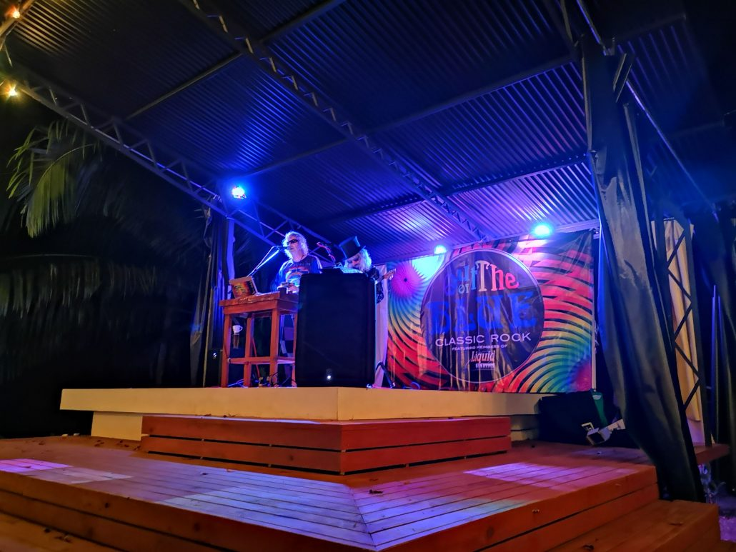 2019-02-02 Out Of The Blue Band at Beehive Uvita Costa Rica (2)