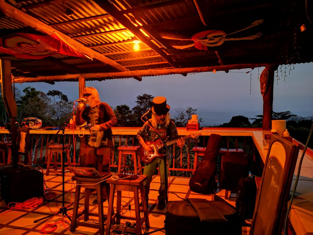 2019-02-21 Out Of The Blue Band at Bar Jolly Roger Dominical Costa Rica (10)