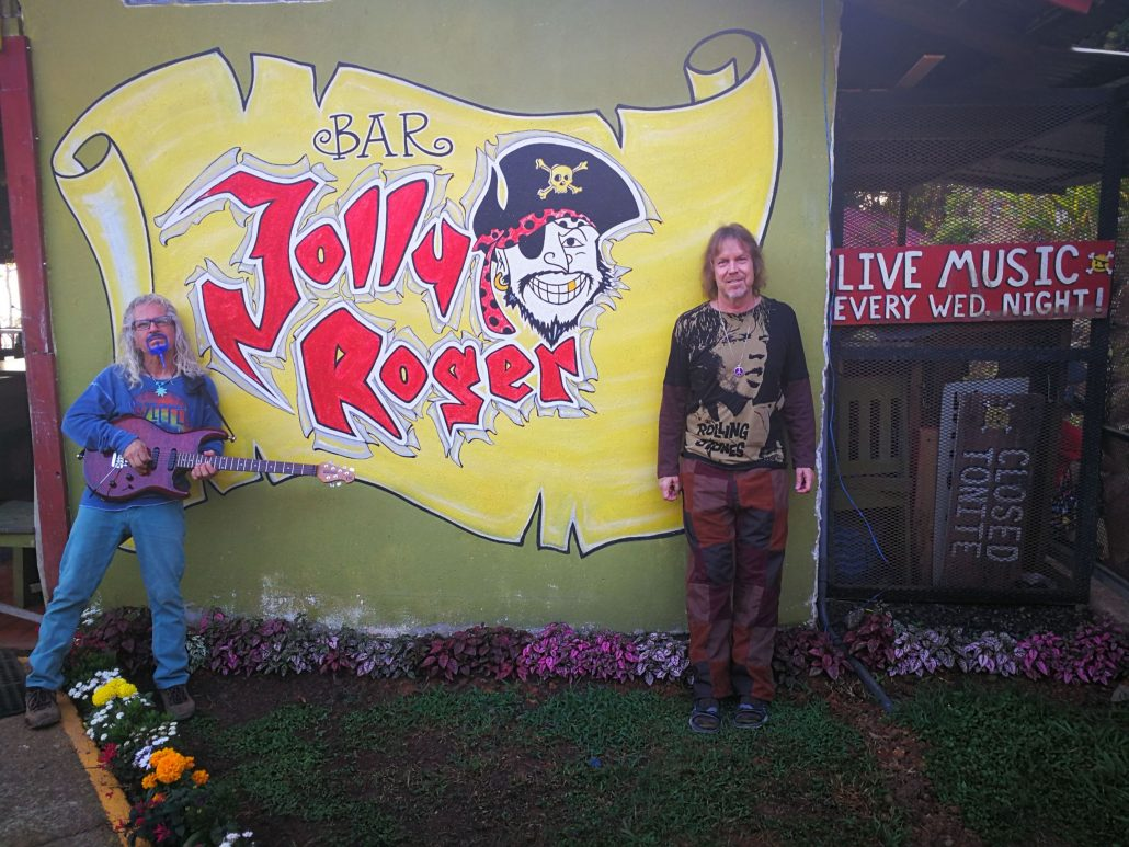 2019-02-21 Out Of The Blue Band at Bar Jolly Roger Dominical Costa Rica (2)