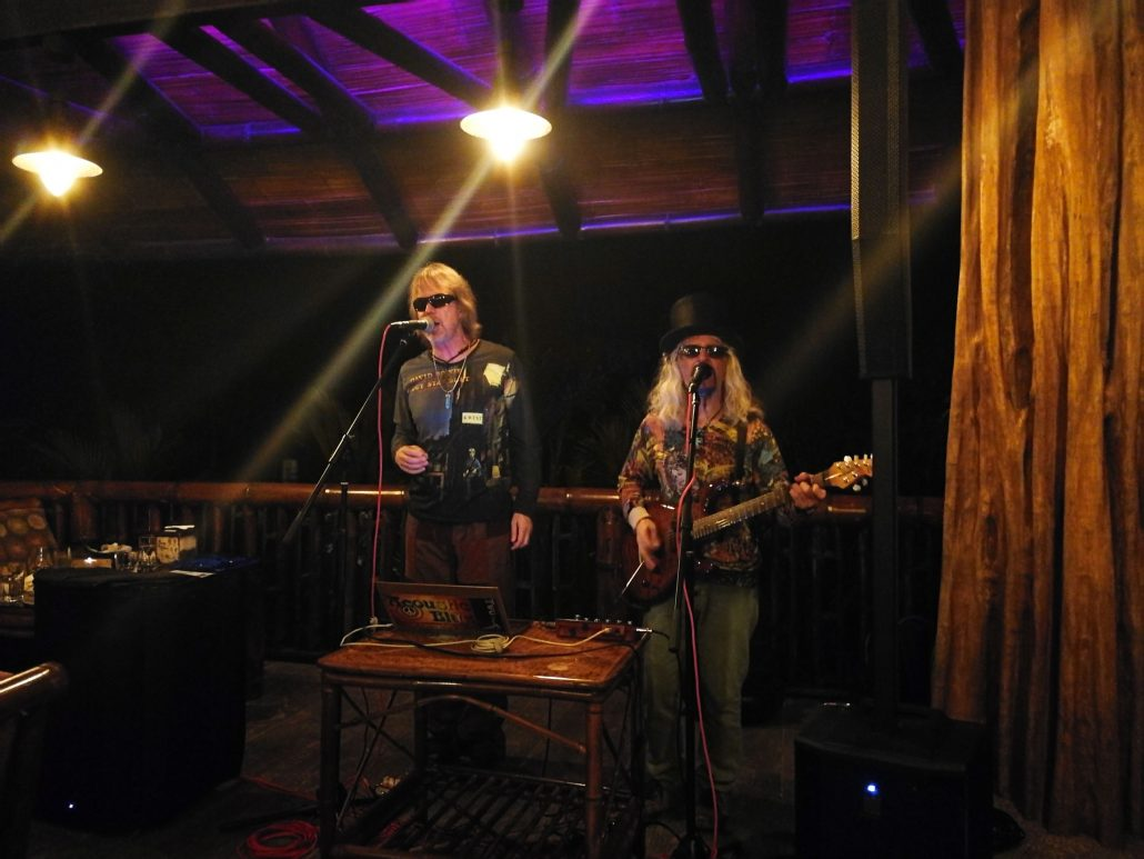 2019-02-22 Out Of The Blue Band at Fuego Brew Co Dominical Costa Rica (4)