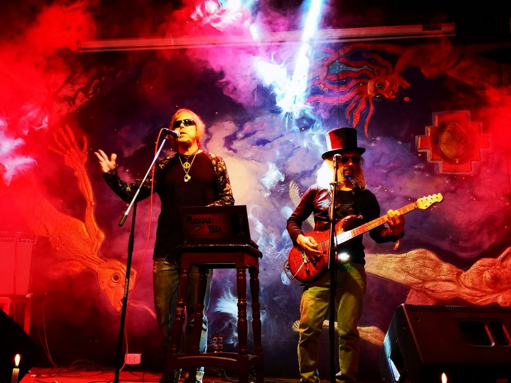 2019-03-20 Out Of The Blue at Ukukus Bar Cusco Peru (11)