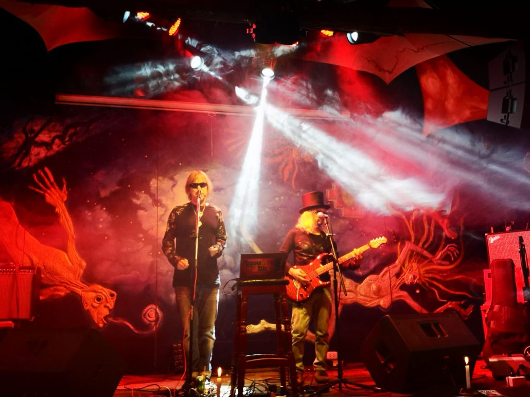 2019-03-20 Out Of The Blue at Ukukus Bar Cusco Peru (13)