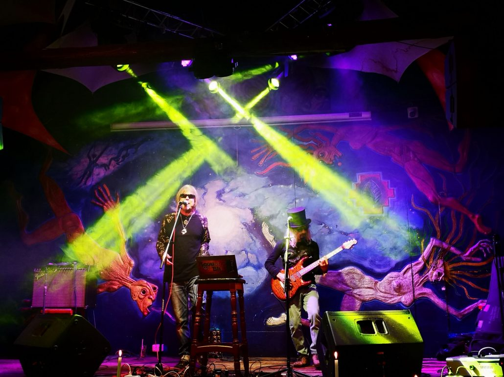 2019-03-20 Out Of The Blue at Ukukus Bar Cusco Peru (21)