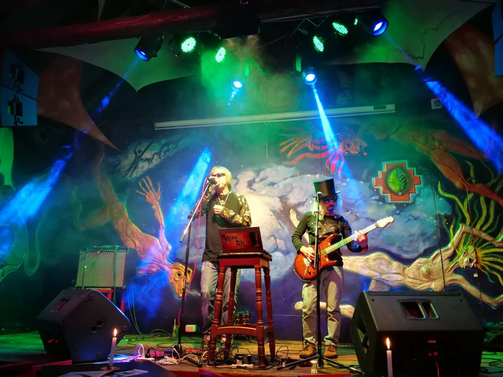 2019-03-20 Out Of The Blue at Ukukus Bar Cusco Peru (25)