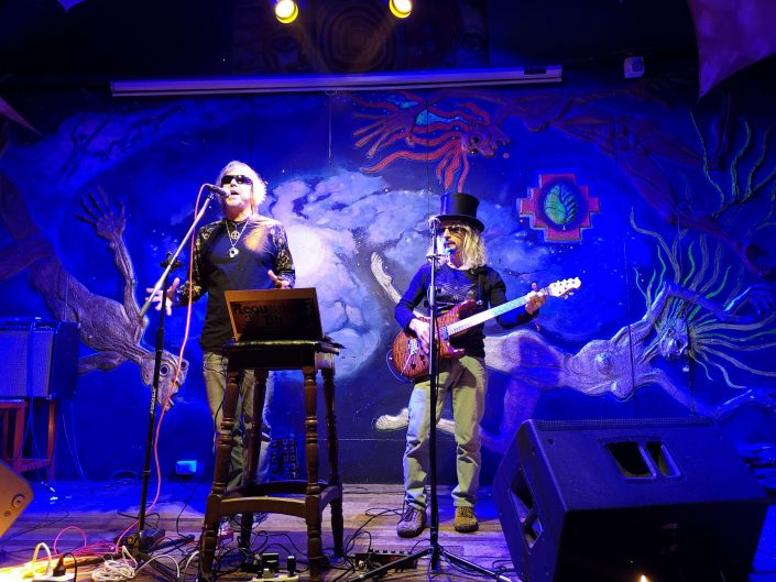 2019-03-20 Out Of The Blue at Ukukus Bar Cusco Peru (3)