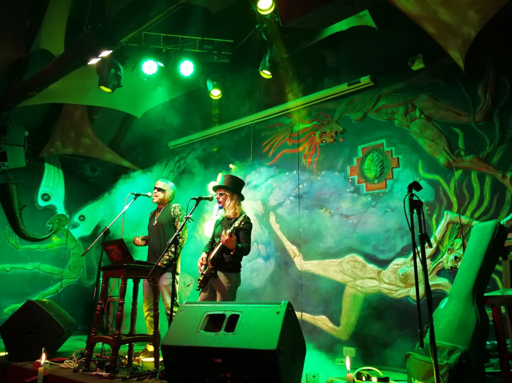 2019-03-20 Out Of The Blue at Ukukus Bar Cusco Peru (36)