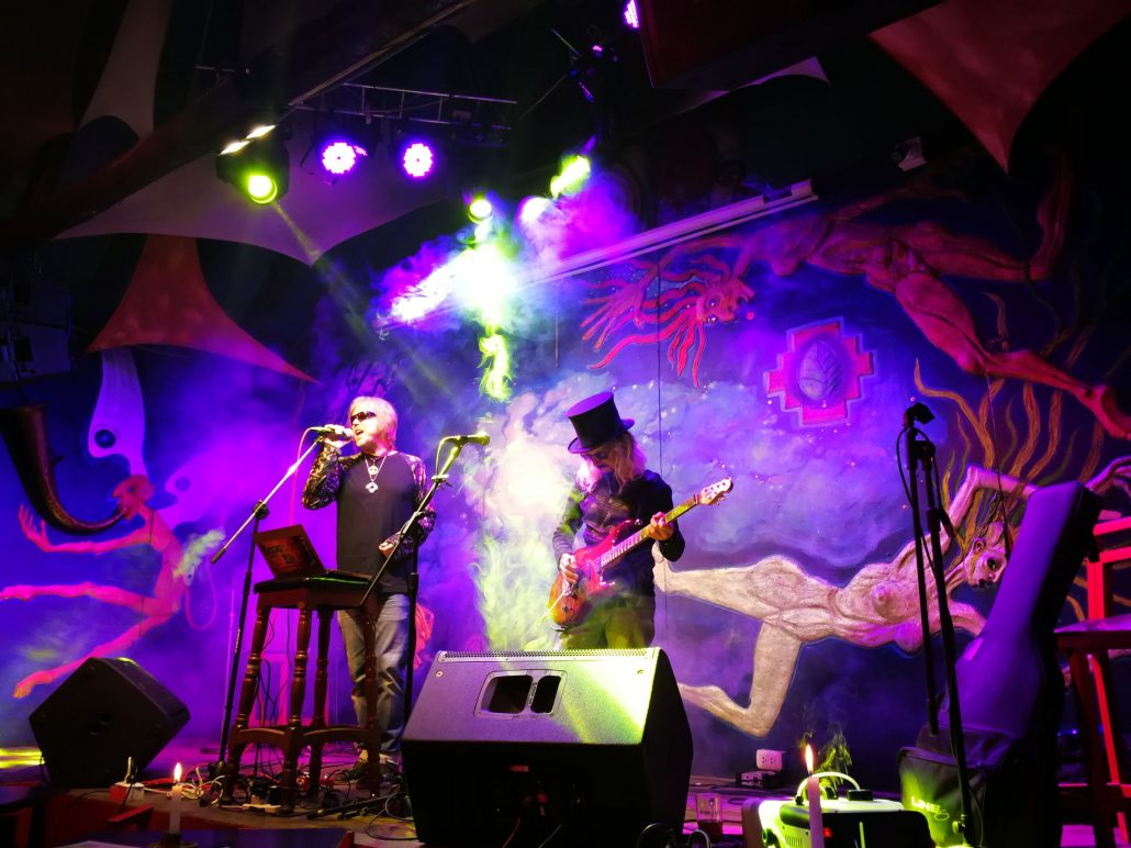 2019-03-20 Out Of The Blue at Ukukus Bar Cusco Peru (40)